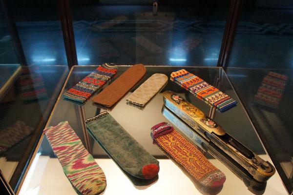 اشیا موزه و کتابخانه ملک تهران