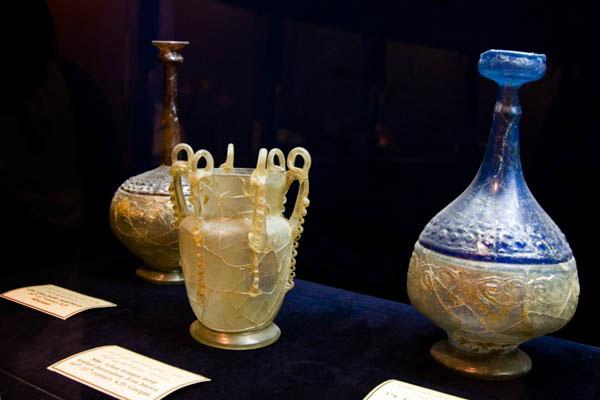 در شیشه و موزه سرامیک تهران چه باید کرد؟