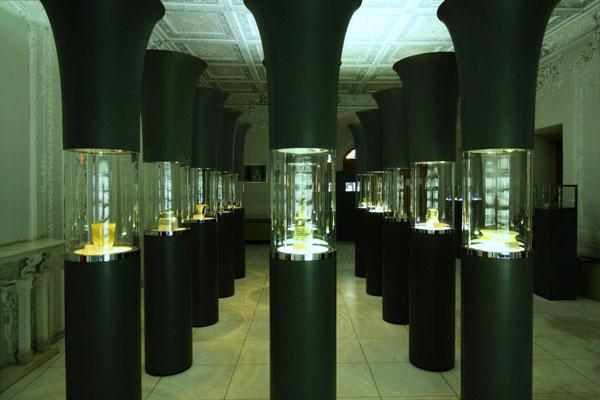 معماری موزه شیشه و سرامیک تهران
