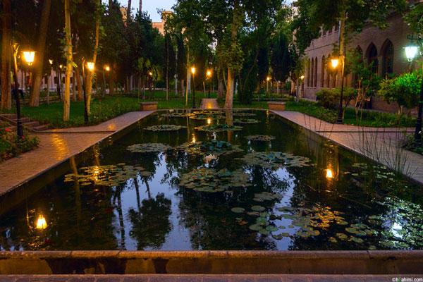 موقعیت مکانی باغ نگارستان تهران
