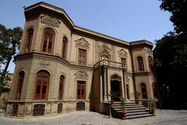 موقعیت مکانی موزه شیشه و سرامیک تهران