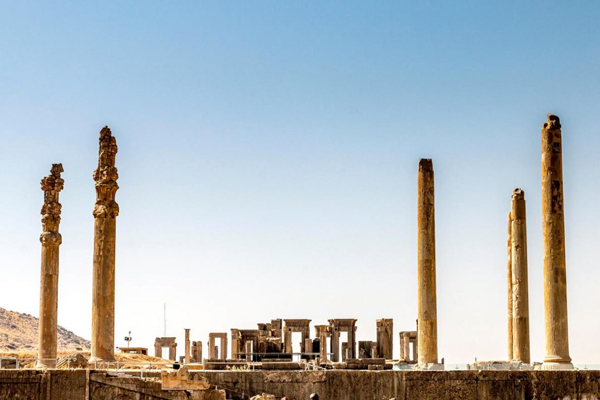 کاخ آپادانا شیراز