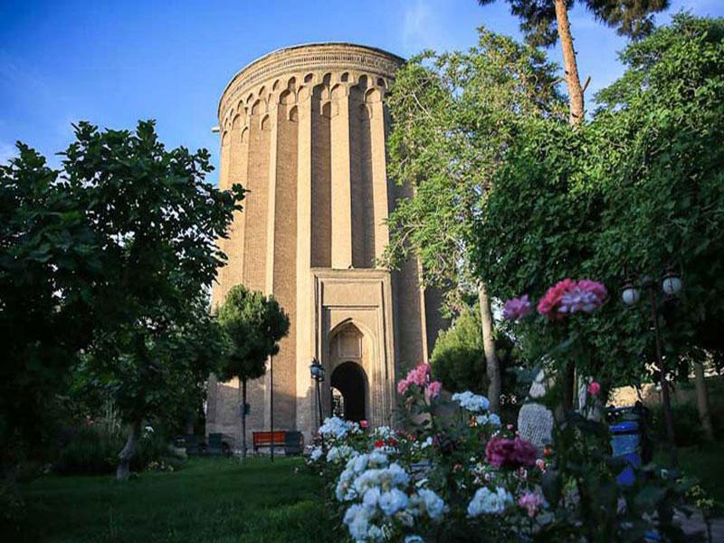 آرامگاه ابن بابویه برج طغرل در شهر ری