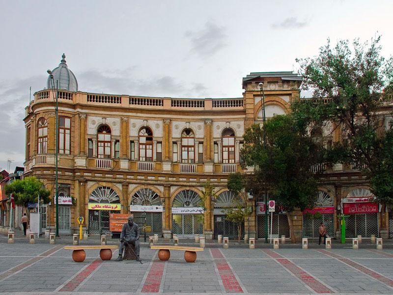تجربه خرید و گشت و گذار در میدان حسن آباد تهران