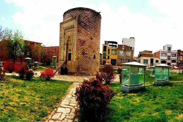 درباره برج سه گنبد چه می دانید؟