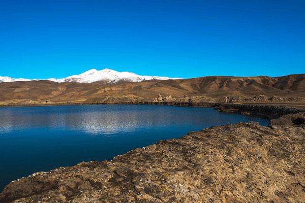 دریاچه اسرار آمیز تخت سلیمان