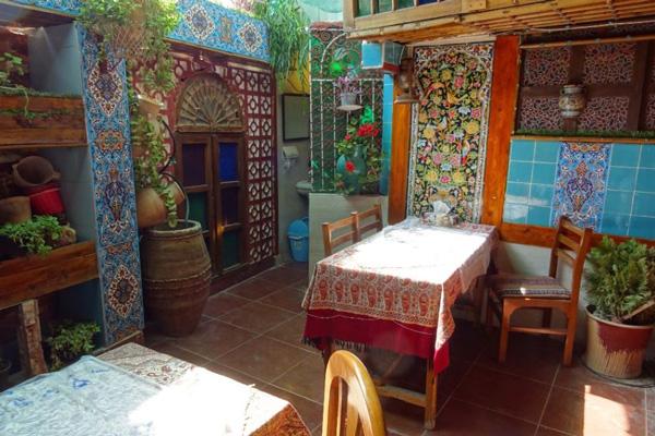 رستوران های نزدیک شاه چراغ شیراز