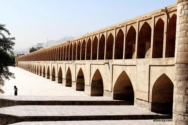 معماری-سی--سه-پل اصفهان
