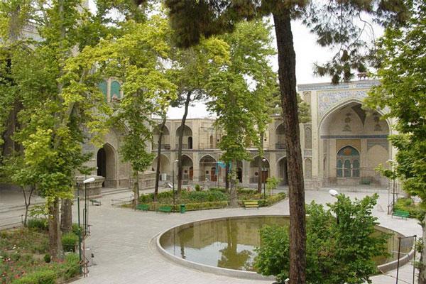 معماری مسجد سپهسالار به چه صورت است