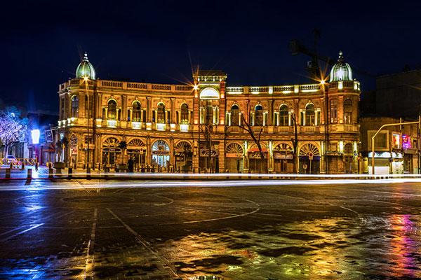 معماری میدان حسن آباد به چه صورت است