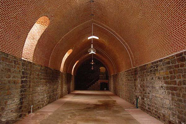 آشنایی با معماری یخچال دوقوز پله