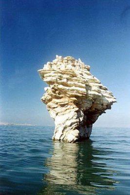 مشت عثمان کوچکترین جزیره در دریاچه ارومیه