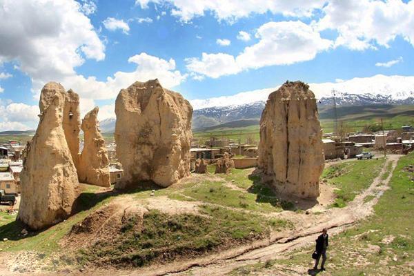 آَنایی با تپه باستانی بابا قاسم