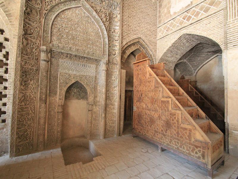 مسجد جامع عتیق بنا باشکوه باستانی