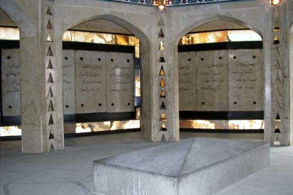 معماری آرامگاه بابا طاهر همدانی