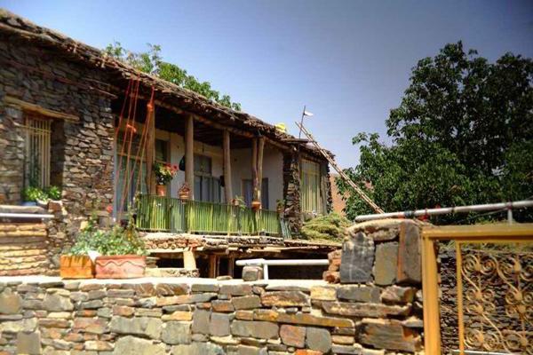 آشنایی با معماری روستای سنگی سیمین ابرو