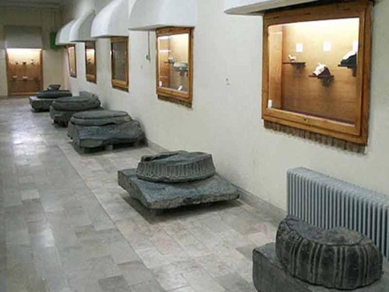 موزه هگمتانه در تپه باستانی هگمتانه
