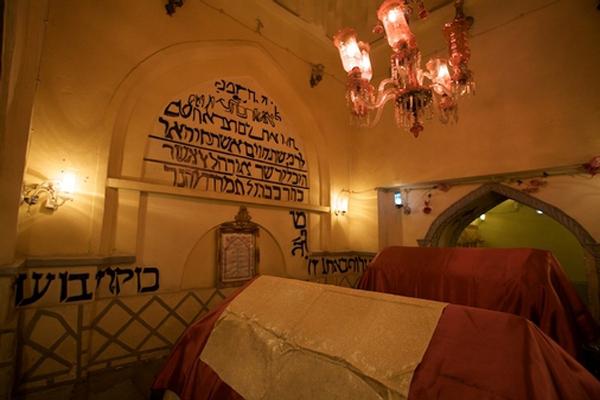 موقعیت مکانی آرامگاه اِستر و مُردخای در همدان