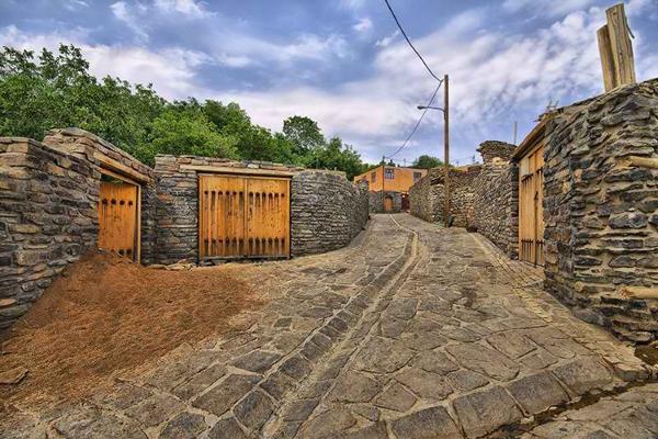 آشنایی با موقعیت مکانی روستای سنگی سیمین ابرو