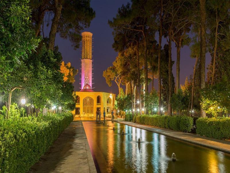 آَنایی با باغ دولت آباد ، بلند ترین بادگیر جهان