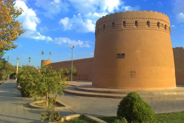 رستوران های نزدیک به برج وباروهای یزد