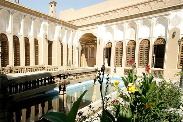 آَشنایی با رستوران های نزدیک به موزه حیدرزاده
