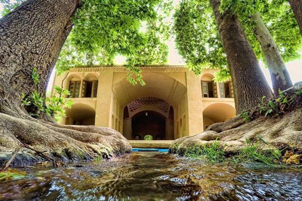 آَشنایی با معماری باغ پهلوان پور