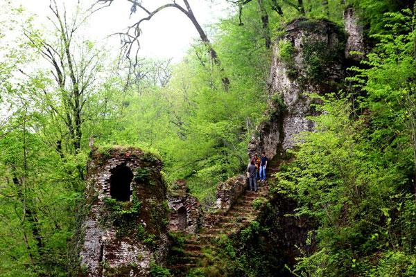 بهترین زمان بازدید از قلعه رودخان چه فصلی است