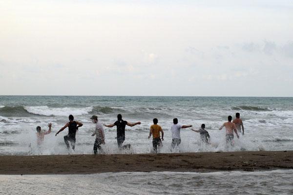 آشنایی با تفریحات مجاز در سواحل دریای خزر