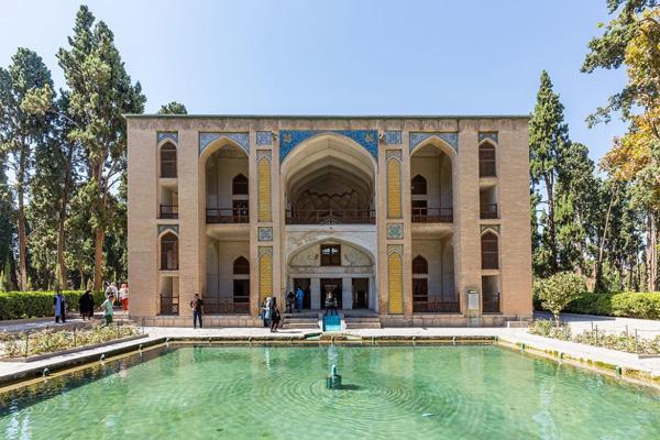داخل-باغ-فین کاشان