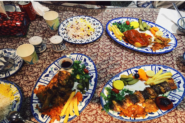 رستوران-های-نزدیک-باغ-فین کاشان
