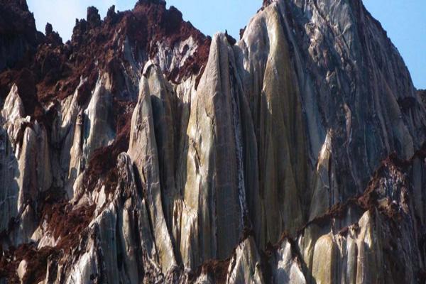 غار-مراقبه،-دره-سکوت-و-الهه-فیروزه-ای-گنبد-نمکی قشم