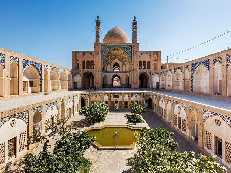 مسجد-آقا-بزرگ- کاشان با-معماری-جذاب