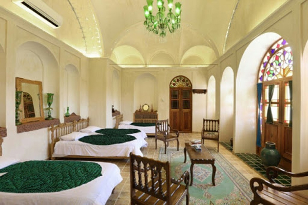 هتل-های-نزدیک-موزه-اسباب-بازی کاشان
