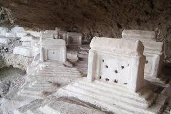 ساختار-گورستان-تاریخی-هفتاد-ملا زاهدان