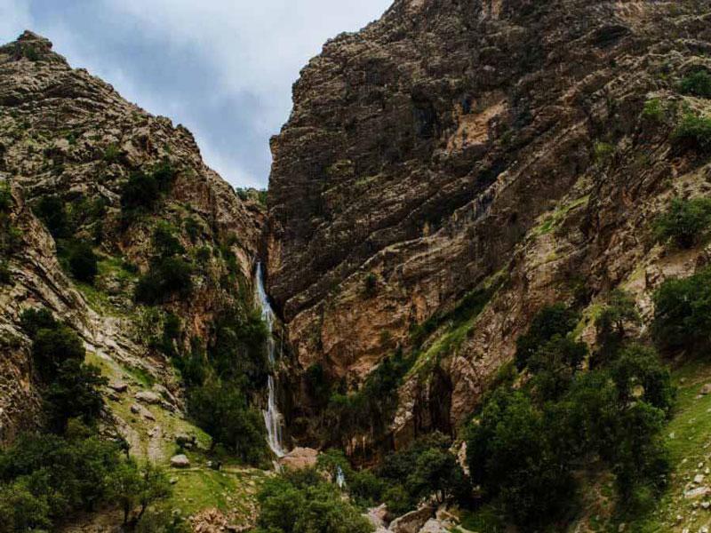 نوژان یکی از بلندترین آبشارهای ایران