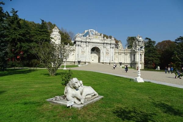 موقعیت مکانی کاخ دولما باغچه استانبول